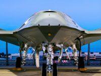 Órdenes gestuales a los drones en la cubierta de los portaaviones