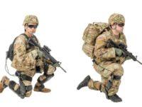 El Soldado de la izquierda lleva el ONYX y el Soldado de la derecha lleva el ExoBoot