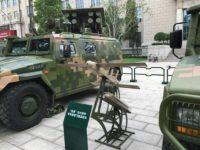 Camión chino lanza una salva de drones
