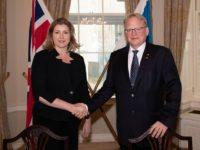 La Secretaria de Defensa y su homólogo sueco han firmado un acuerdo histórico