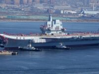 China comisiona su primer portaaviones de construcción local